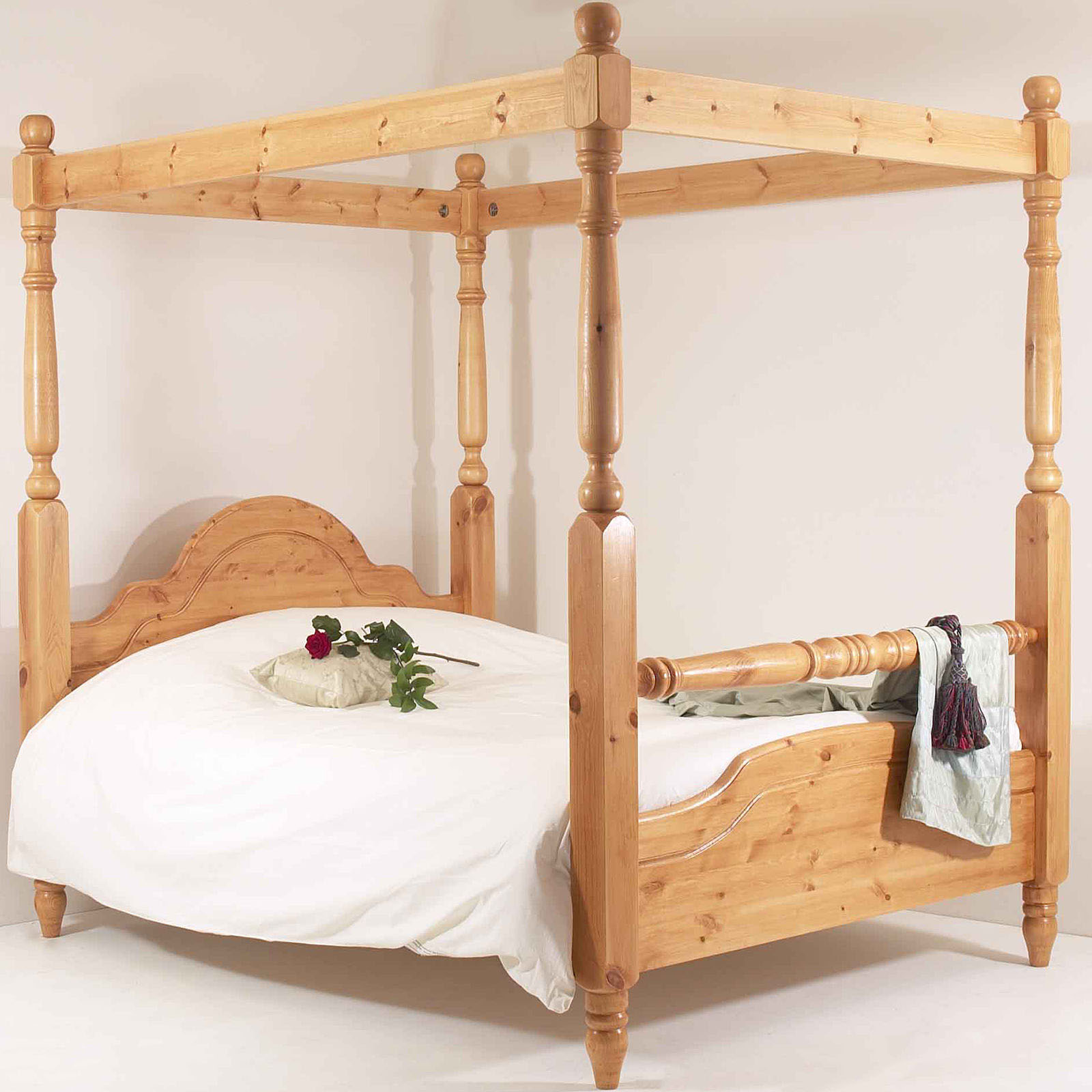 realwoods solid pine bed 39 the classic rail four poster. Black Bedroom Furniture Sets. Home Design Ideas